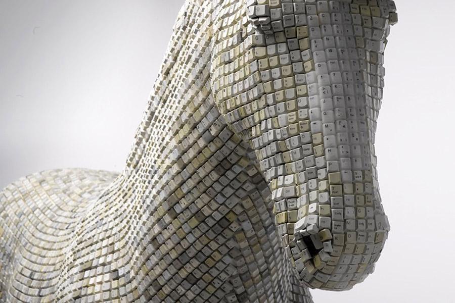 Троянский конь Hedonism(y) Trojaner художника Babis Panagiotidis