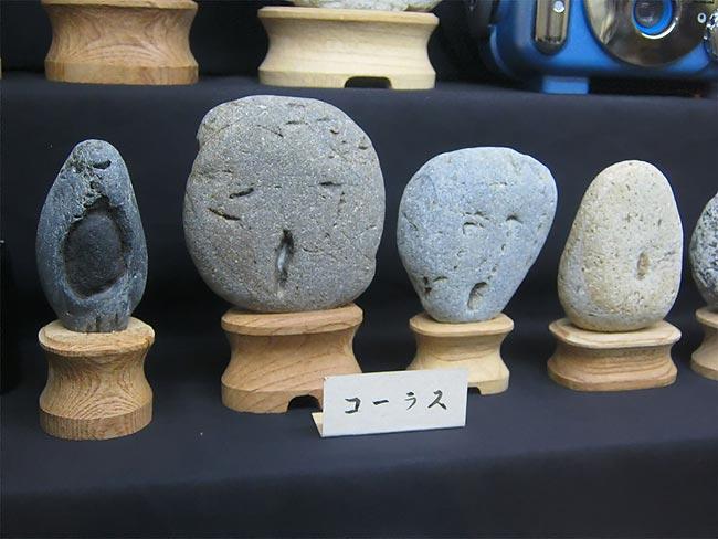 Коллекция камней, похожих на человеческие лица в японском музее Chinsekikan
