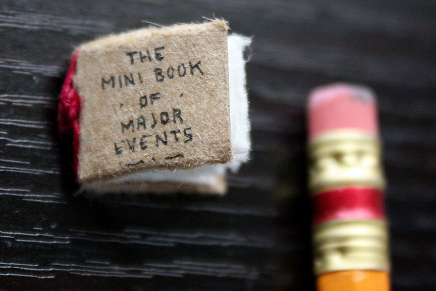 The Mini Book of Major Events - Маленькая книга больших событий художника Evan Lorenzen