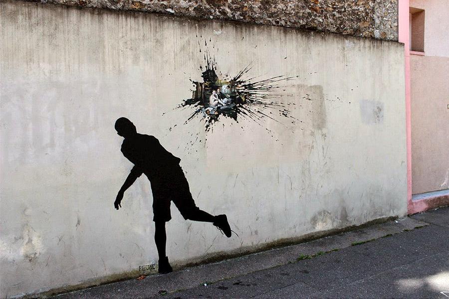 Работы Pejac на улицах Парижа, Франция