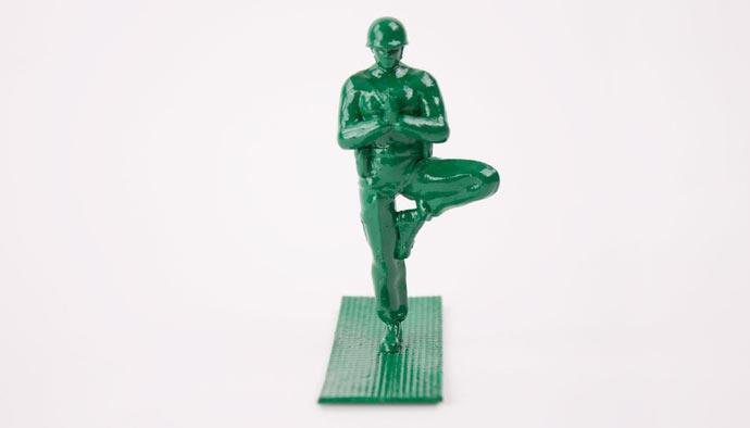 «Yoga Joes» - Игрушечные солдаты, практикующие йогу в проекте Dan Abramson