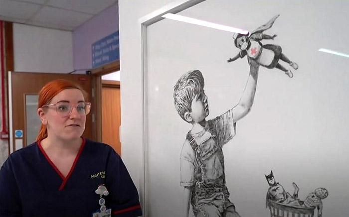 Картина Бэнкси в холле больницы Саутгемптона