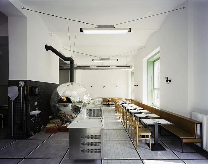 Диско-пиццерия «Disco Volante» в Вене : Lukas Galehr