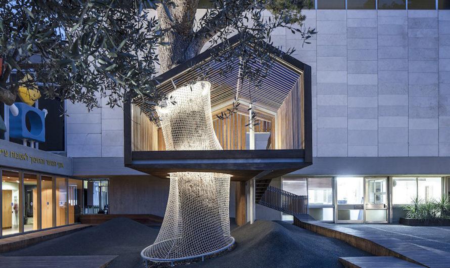 Дом на дереве : игровая площадка во дворе иерусалимского музея