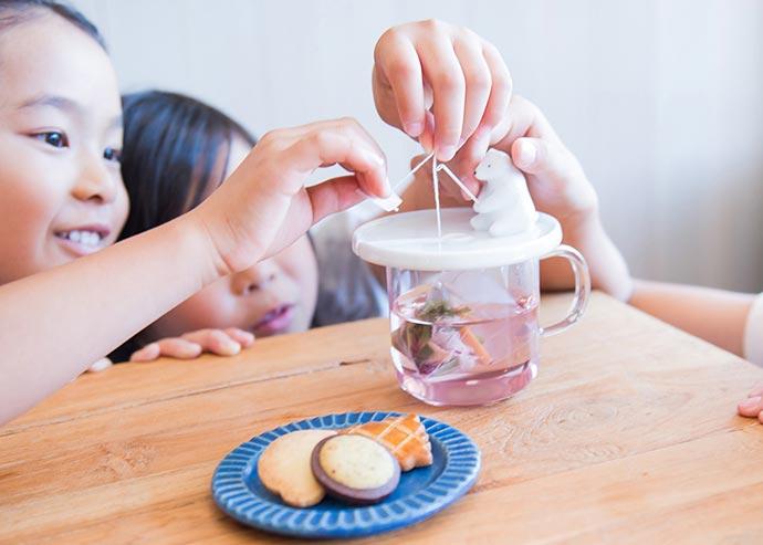 Керамический белый медведь «Shirokuma» поможет выловить чайный пакетик