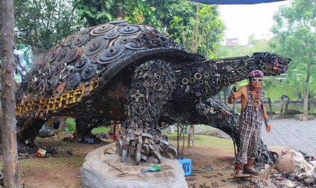 Металлическая черепаха индонезийца Ono Gaf