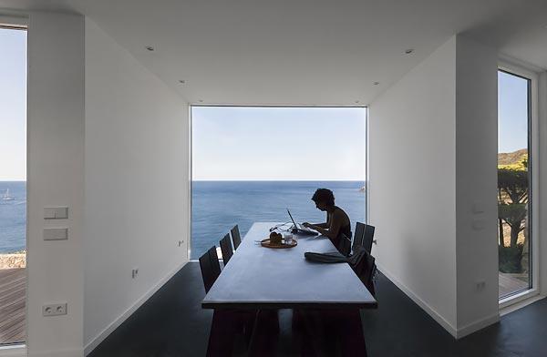 Sunflower House : Дом-подсолнечник на берегу Средиземного моря