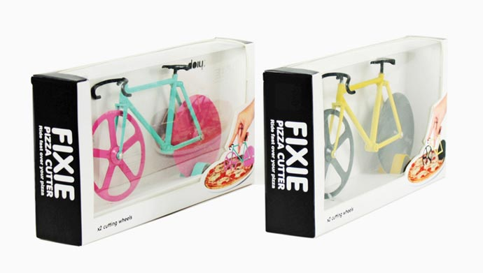 Нож-велосипед для пиццы «Fixie pizza cutter» студии Doiy