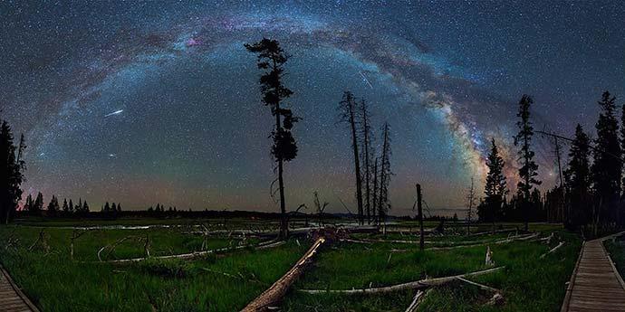 Млечный Путь над Йеллоустонским парком на фотографиях David Lane