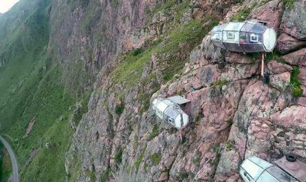 Отель Skylodge Adventure Suites на высоте 400 футов в Священной долине Перу