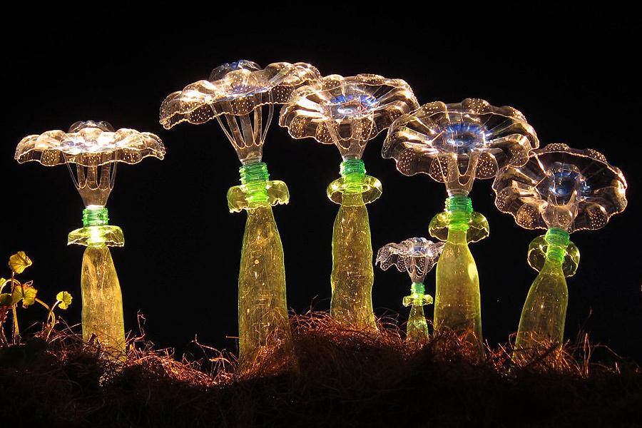 Цветы из пластиковых бутылок художницы Veronika Richterova