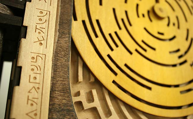 Деревянная книга-загадка «Codex Silenda» дизайнера Brady Whitney