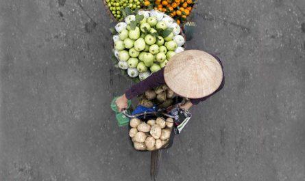 Вьетнамские уличные продавцы на фотографиях Loes Heerink
