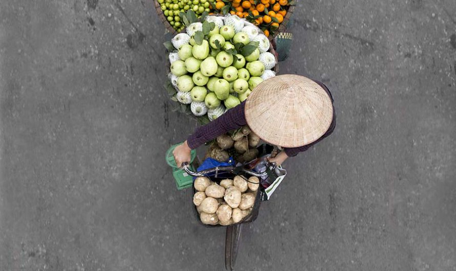 Взгляд свысока : Уличные торговцы на вьетнамских фотографиях Loes Heerink